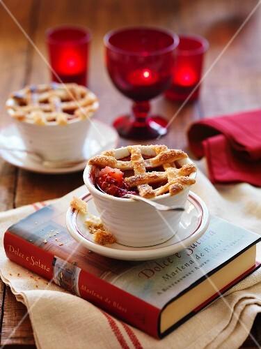 Apple and raspberry pie (Christmas)