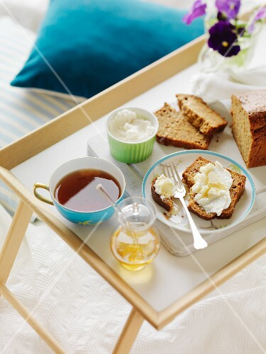 Breakfast in bed: banana bread with ricotta and honey and a cup of tea