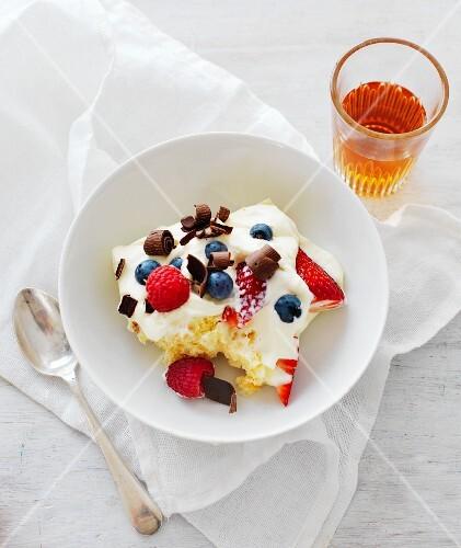 Panettone with berries and white chocolate cream
