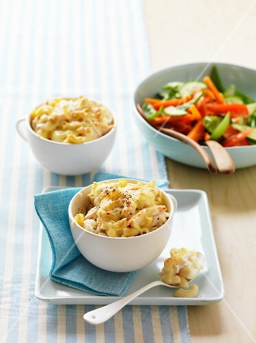 Macaroni bake with cheese and cauliflower