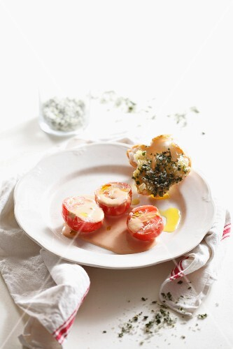 Tomatoes in cream with basil salt