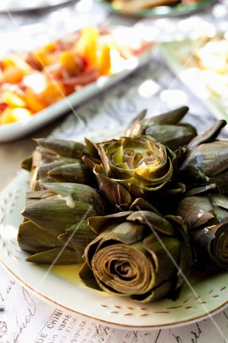 Artichokes with a lemon butter sauce