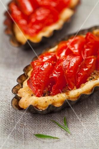 Mini tomato tarts with rosemary