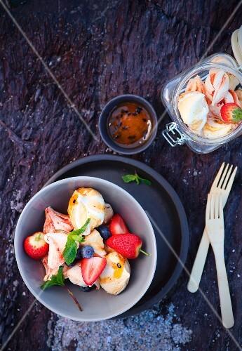 Fruit meringue with berries