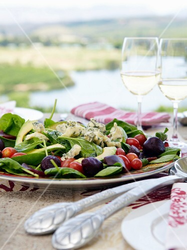 Spinach salad with gorgonzola