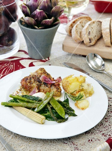 Marinated chicken with green vegetables and potatoes