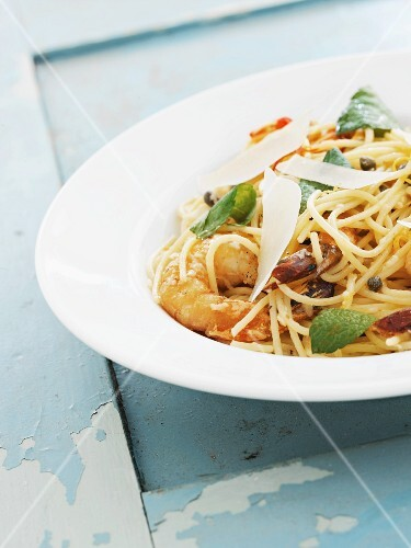 Spaghetti with prawns and Parmesan