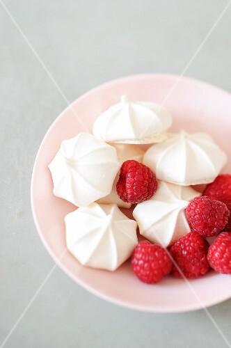 Meringues and raspberries