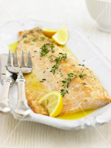 Salmon fillet with a lemon butter sauce and thyme