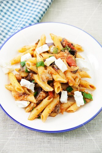 Penne with aubergine and goat's cheese