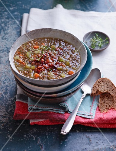 Lentil stew with crispy pancetta