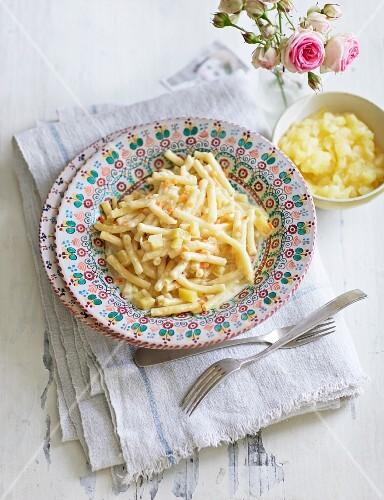 Älpler macaroni (pasta dish with potatoes, Switzerland)