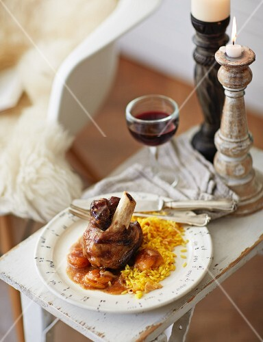 Braised knuckle of lamb with apricots