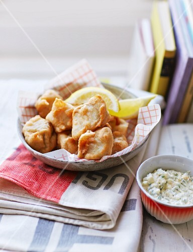 Fish nuggets with herb cream