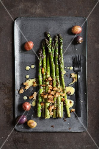 Roasted green asparagus with potatoes
