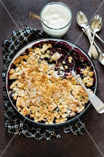Coconut crumble with blueberries