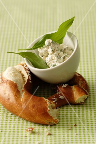 A lye bread pretzel with wild garlic cream cheese