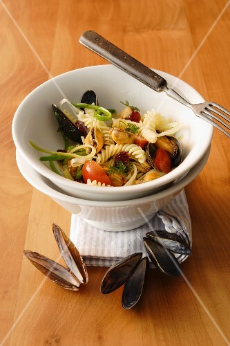 Pasta salad with mussels