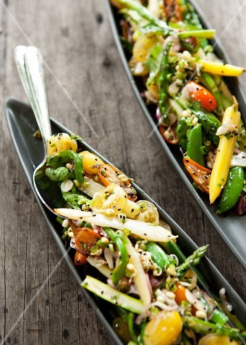Vegetables with garlic and sesame seeds
