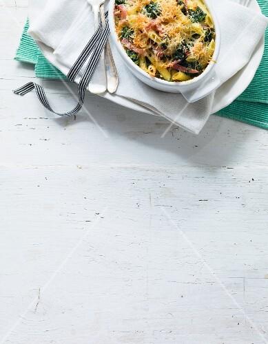 Nudelauflauf mit Spinat und gekochten Schinken