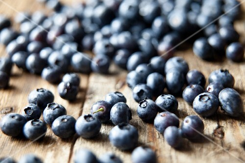 Blueberries on the rustic wooden table