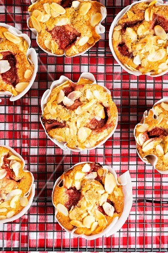 Strawberry muffins with apples and almonds (seen from above)