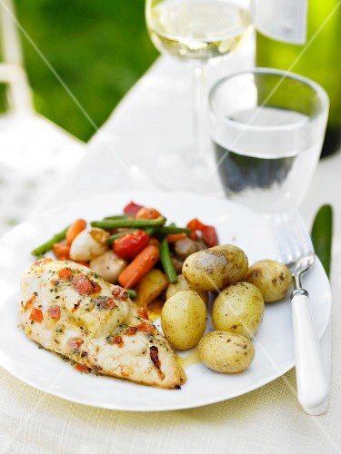 Chicken breast with new potatoes and a side of vegetables