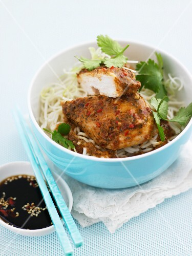 Spicy chicken breast on a bed of oriental noodles (Asia)