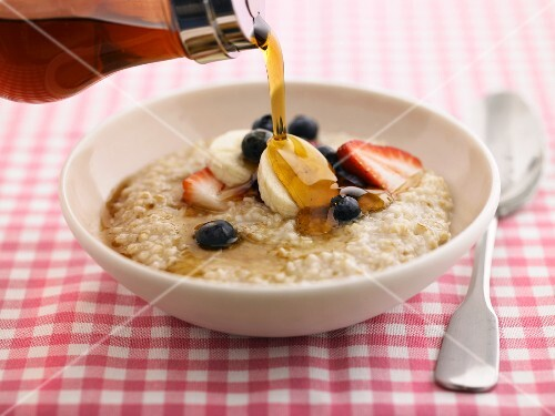 Porridge with fruits and maple syrup
