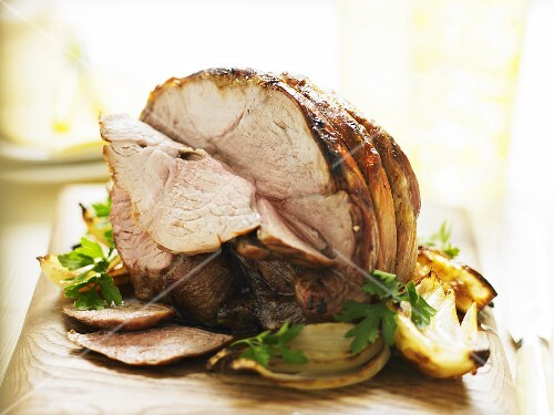 Roast lamb with onions and parsley