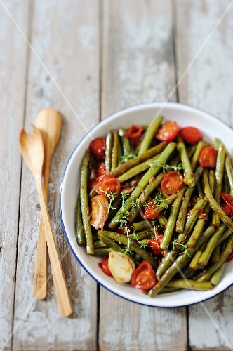 Balsamic beans with garlic and tomatoes