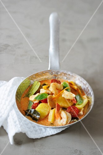 Prawn curry with pineapple