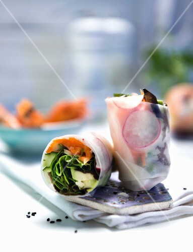 Rice paper rolls filled with vegetables and sesame seeds (Asia)