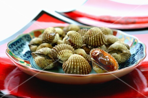 Fresh clams on a Thai plate