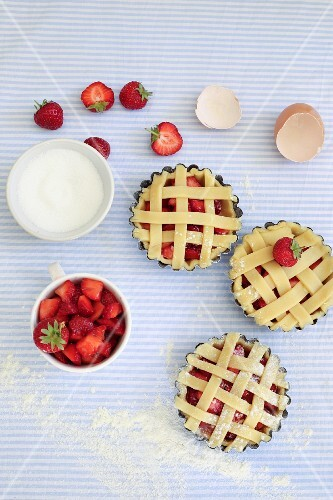 Unbaked strawberry tarts