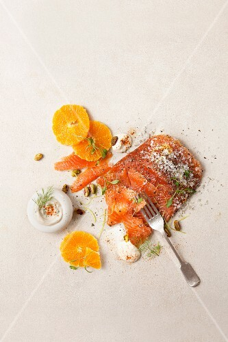 Salmon fillet with mandarin slices, horseradish, cress and sea salt