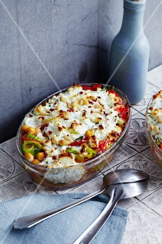 Vegetable bake with chickpeas, peppers and goat's cheese
