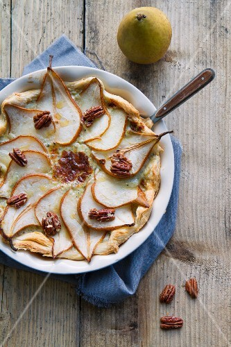 Puff pastry tart with pears, blue cheese and pecan nuts