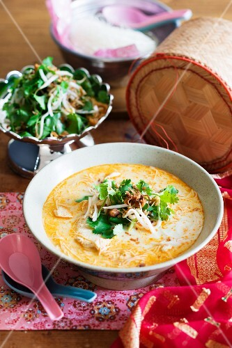 Spicy coconut milk soup with chicken and rice noodles