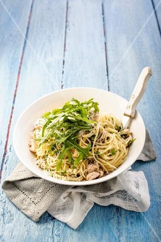 Spaghetti with chicken, coriander and lemon
