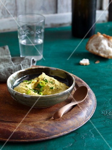 Chickpea spread with curry