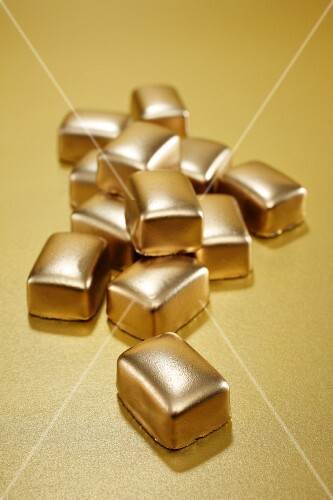 Gilded chocolate pralines