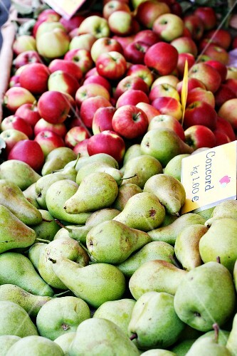 Concord pears and red apples at a market