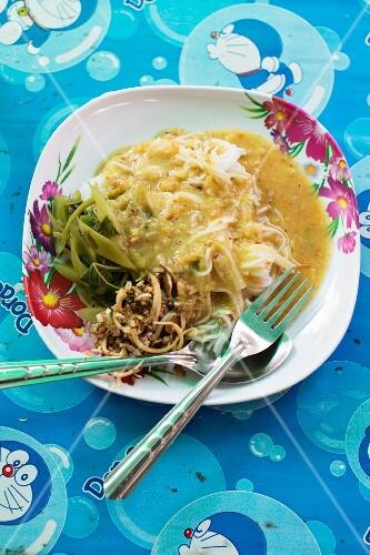 Kanom Jeen (Thai noodle dish)