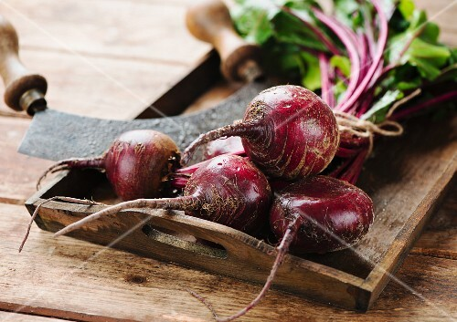 Beetroot with a mezzaluna on a wooden tray