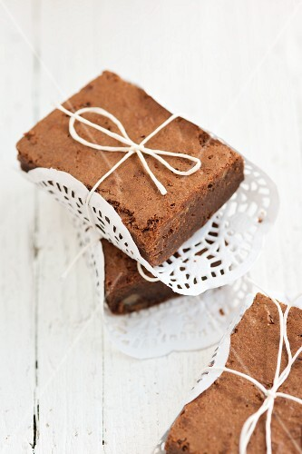 Brownies on doilies as gifts