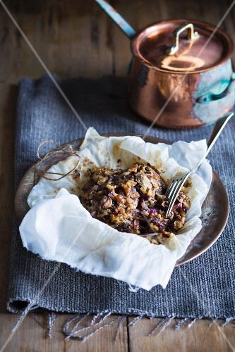 Stuffing made from red onions, walnuts and Gorgonzola