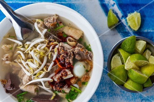 Noodle soup with chicken and bean sprouts (Vientiane, Laos)