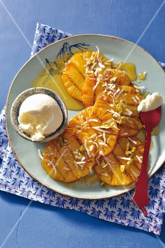 Grilled pineapple slices with honey and vanilla ice cream