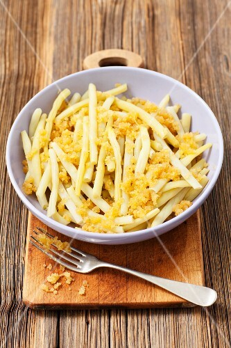 Yellow beans with buttered breadcrumbs